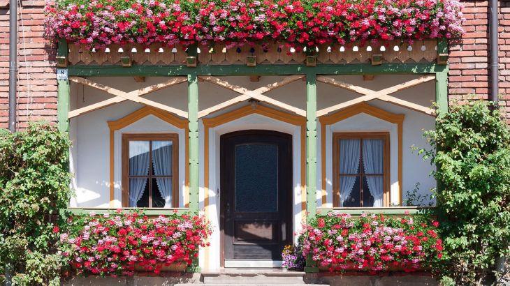 Doniczki balkonowe – przywitaj wiosnę na swoim balkonie