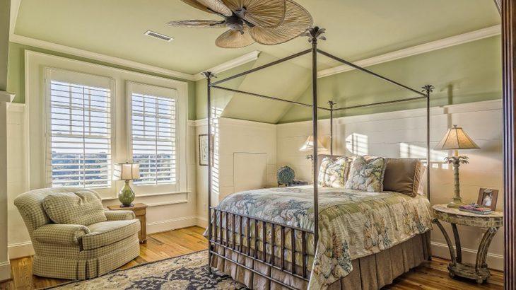 Sypialnia w stylu skandynawskim. Pomysły i inspiracje